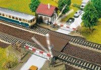 Bahnübergang mit Schrankenwär