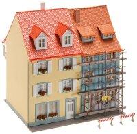 2 Kleinstadthäuser mit Malerg